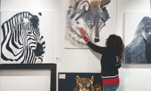 Paola Rava: ritratto su commissione. Autrice del libro Il Potere segreto degli animali, oggi è artista affermata a Bologna